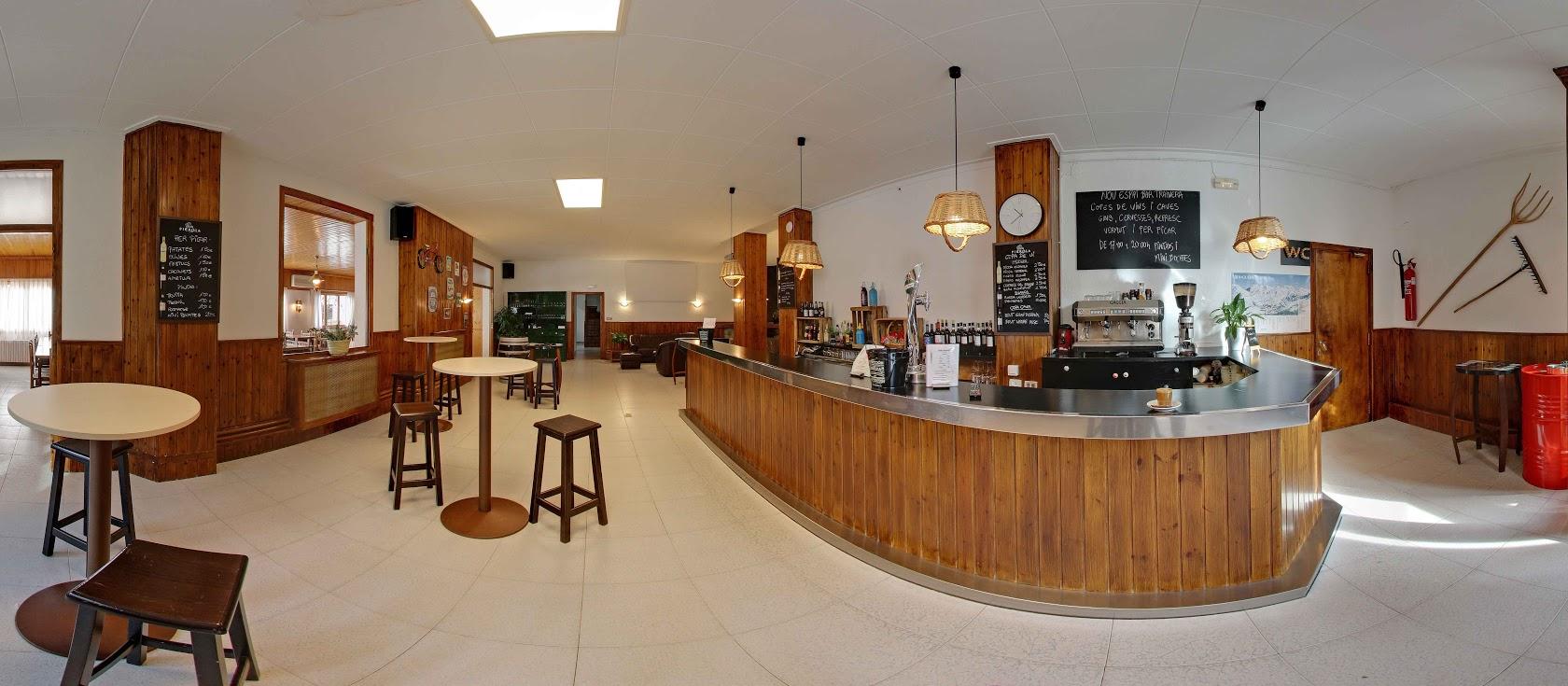 Bar and café
